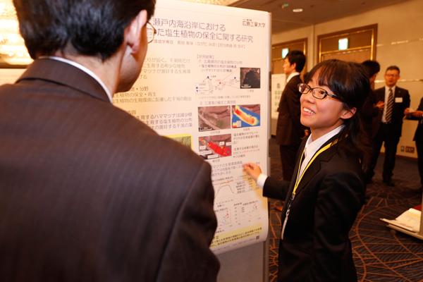 「これからもフィールドに出て、植物の生育環境の調査を行っていきます」と長田さん。