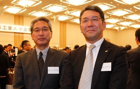 株式会社ウッドワンの江草様(左)と、人事課長の竹迫様(右)。「今後、住宅建築のサポートを強化していくので、その分野の知識や技術を持った学生を期待しています」