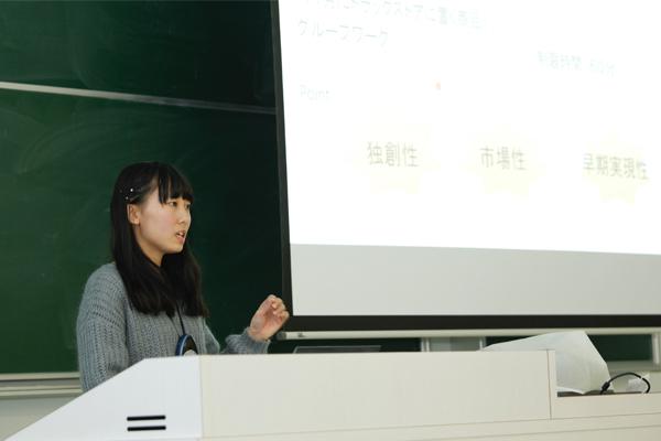 食品メーカーと小売店のコラボインターンシップに参加した松岡由輝恵さん(広島国際学院高校出身)。「模擬商談や、商品企画のアイデアを出し合うブレインストーミングなどを体験しました。チームで行う作業の際は、コミュニケーション力の大切さをあらためて感じました」
