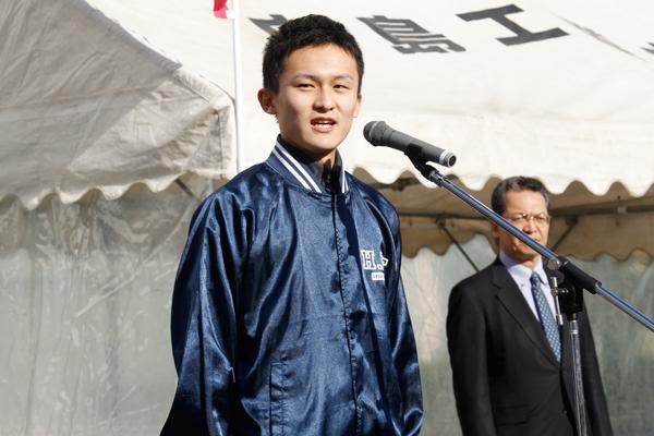 体育会本部長、齋藤良平さん(建築工学科 3年)のあいさつは「駅伝は団体競技。走っているときは一人でも、一人ではありません」という言葉が印象的でした。