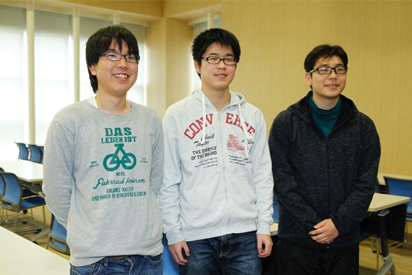 右から瀧川君、田中君、中迫君。「3年生の夏休みや冬休みにインターンシップを経験して、進学するか就職するかをしっかり考えていきたいですね」(田中君)