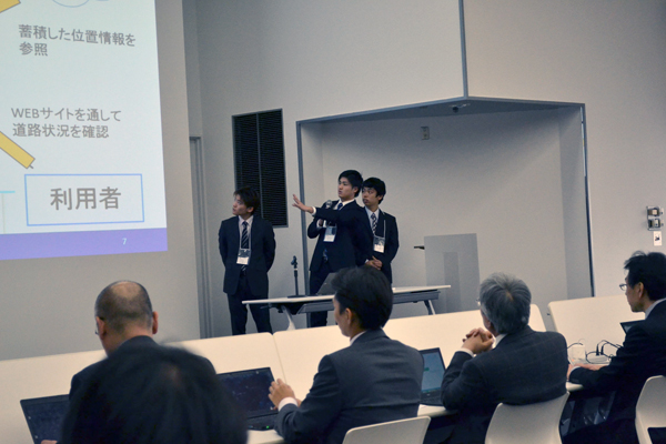 決勝大会では、審査員と大勢の観客の前で約5分間のプレゼンテーションを行いました。