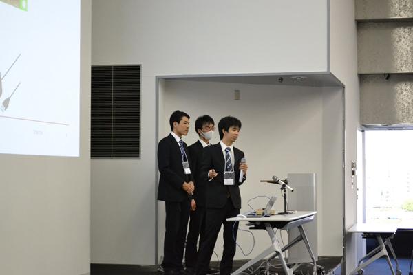 開発したシステムのデモンストレーションを行い、審査員にアピールしました。
