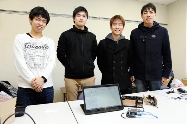 「今回の経験を、後輩にしっかり伝えていきます」。左から竹本さん、出口さん、山口さん(以上、Aチーム)、高畑さん(Bチーム)