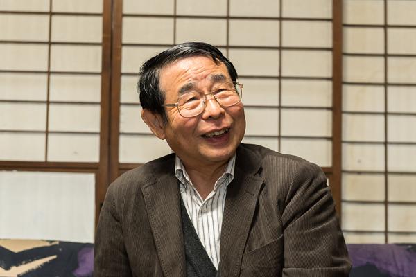 広島工業大学に在籍していた頃から宮島の活性化に熱心に取り組まれていた森保名誉教授。退任された現在も、学生のサポート役となって指導していただいています。「少しでも学生のためになればと思い、こうした発表会には必ず参加しています」と丁寧にアドバイスを送ってくれました。