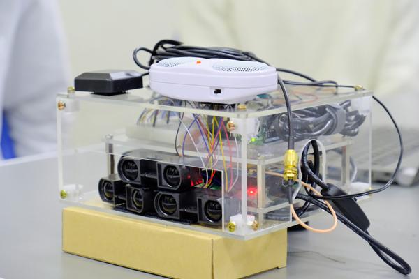 3つの赤外線測距センサで、接近する物体を検知