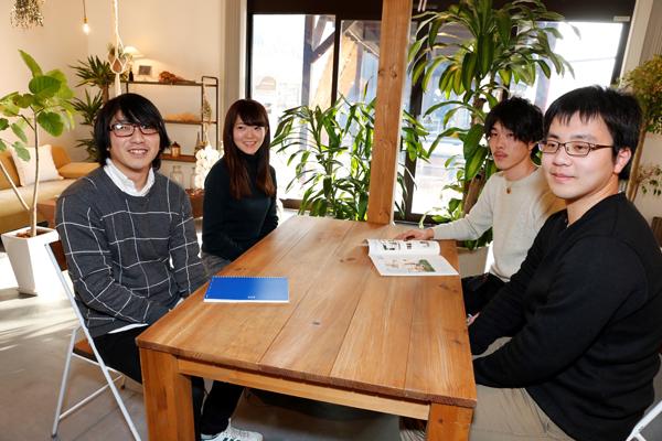 「今後は、アンケートだけでなく、地域の方の生の声を活かした提案も行っていきたいです」(左から)永井君、宮さん、伊藤君、橋本君。