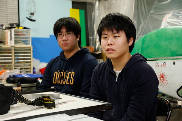 木村さん(右)と立花さん(左)。「チーム内は、自由に何でもチャレンジできる雰囲気があるので、失敗を繰り返しながらも成長しているのを実感しています」