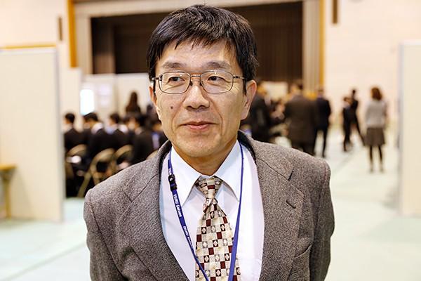 就職委員の小池先生。「企業の採用担当者が、わざわざ広島工業大学に出向いてくださる貴重な3日間です。学生には大学での学びや学生生活で得たことを、自分の言葉でアピールしてほしいと思います」