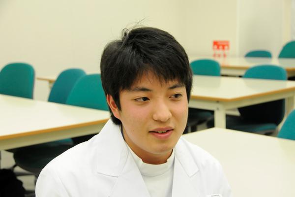 新田君「臨床現場さながらの設備のよさも、広工大の魅力です」