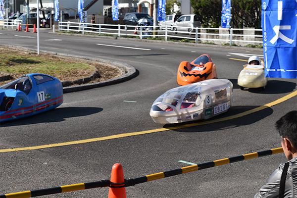 コース内で競り合う「Team HIT-EV」