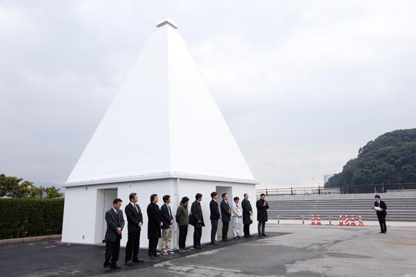 学生チームが設計した御幸松広場の公衆トイレは、灯台がモチーフ。遠くからでもよく目立ちます。