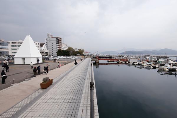 宇品御幸松広場は、瀬戸内海の風景が楽しめる地域のにぎわい拠点として、開発が進められています。