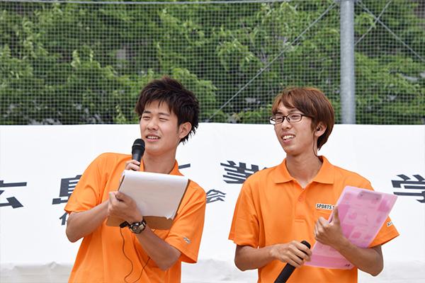 今回MCを務めたのは杉田呼人さん(右:電気システム工学科3年)と有岡亮さん(左:建築工学科2年)。「皆さん盛り上がっていきましょう!」
