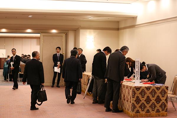 会場はリーガロイヤルホテル広島3F「宮島の間」。受付には続々と会員様が集まってきます。