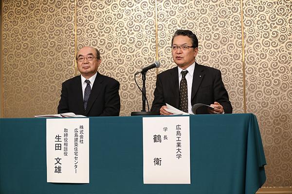 左から副会長の生田文雄様(株式会社広島建築住宅センター取締役相談役)と会長の鶴学長。お二人によって総会は進行します。