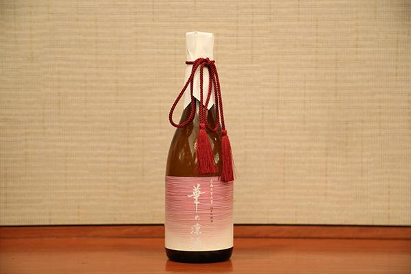 本学の「発酵ものづくり研究センター」が、中国醸造株式会社に協力いただいて完成させた純米吟醸酒「華の凛酒」が振る舞われました。
