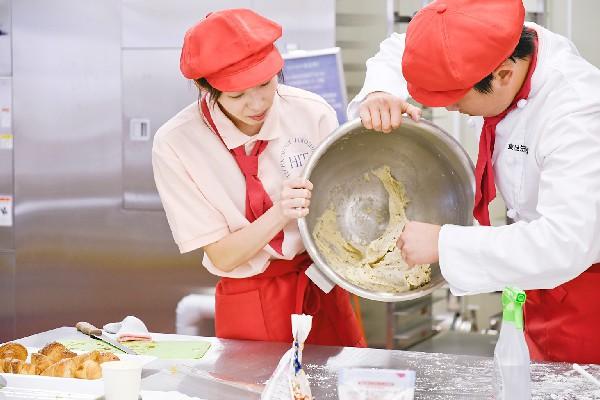 こんなにおいしいパンを生み出してくれる酵母。その力がどう働くのか、についても学びます。