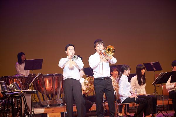 吹奏楽部のソロパートでは観客席から拍手が。「4月からみっちり練習を重ねました」髙橋琴美部長(地球環境学科3年)