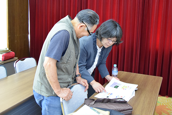 講座終了後、直接先生のもとを訪れ質問する熱心な受講者も。