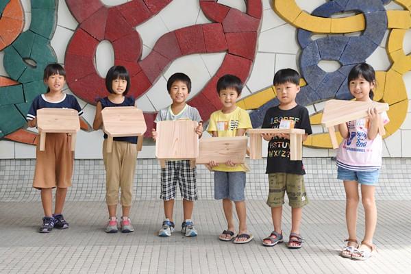 四角や三角の形をしたテーブルや、それにさらに切り込みを入れ、工夫をこらす子どももいました