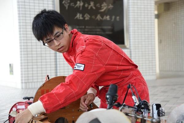 大西さんは、過去の大会でドライバーを務めた経験を生かし、鈴鹿大会で上位入賞したマシンの特徴をチェックして、設計に反映させました