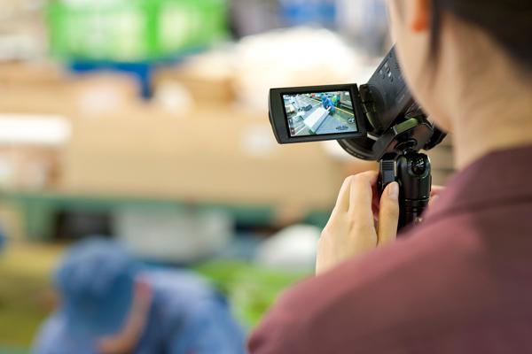 特に気になるところは手持ちのカメラでも測定。最初は何をすればいいか戸惑っていた学生に興味と主体性が芽生えていきます。