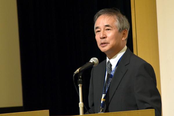 """「大学院で""""得意ワザ""""を手に入れ、仕事の質を高めてもらいたい」と力を込める永田先生"""