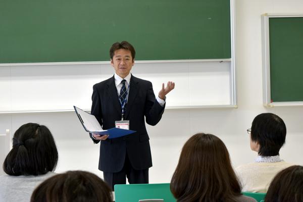 就職について保護者の皆さまから「公務員志望の学生はいるのか」「東京五輪後の景気後退を見越しての対策は」などの質問を寄せていただきました