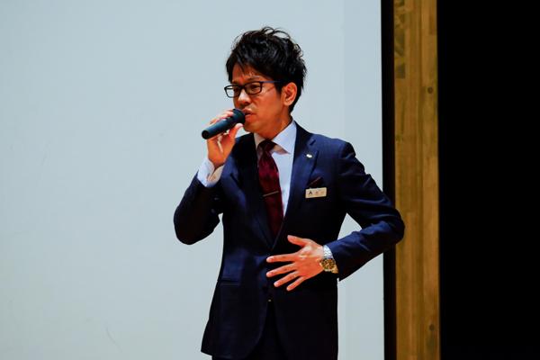 「着こなしも学ぶことがたくさんあります。興味を持ってもらい、就活に生かしてほしい」と西川様