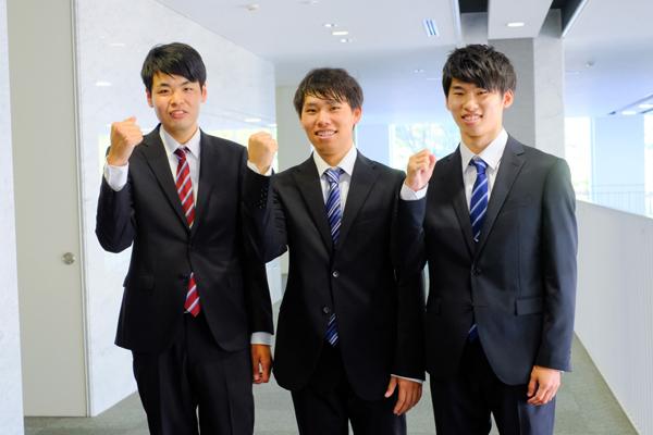 「就活イベントに積極的に参加して、準備万端で臨みたい」と鈴木さん(左)