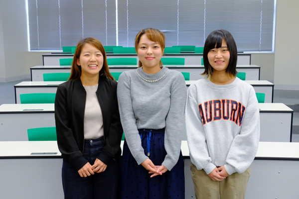 「先輩や先生からも情報収集したい」と野村さん(左)、「インターンシップに参加してみたい」と澤村さん(中)、「業界のことをもっと深く知りたい」と西下さん(右)