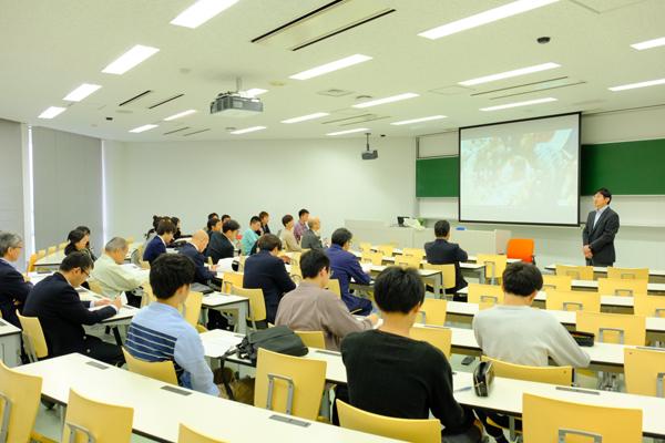 異文化の中で、英語や中国語を学んできた学生たちの報告会