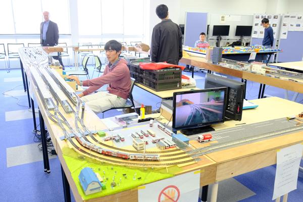 学科展の人気投票で堂々の1位に輝いた鉄道研究部。鉄道模型は、その精巧な作りに感心させられます
