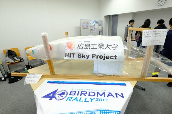 今夏、鳥人間コンテストに初出場した人力飛行機同好会は、琵琶湖の空を舞った実機を展示。シミュレータ体験も