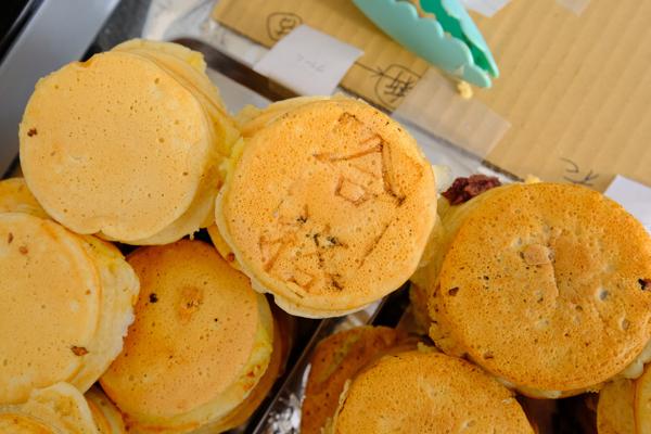 毎年、高校生に人気の「合格焼き」。焼き印は、大学内で作成したもの。味も◎