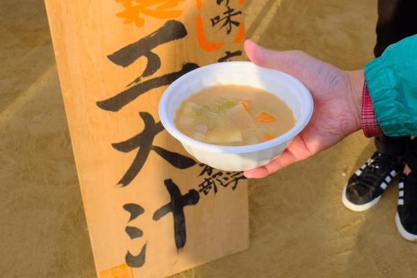 体育会本部伝統の「工大汁」。美味しくて体が温まるので、この時期の屋外イベントにはかかせません