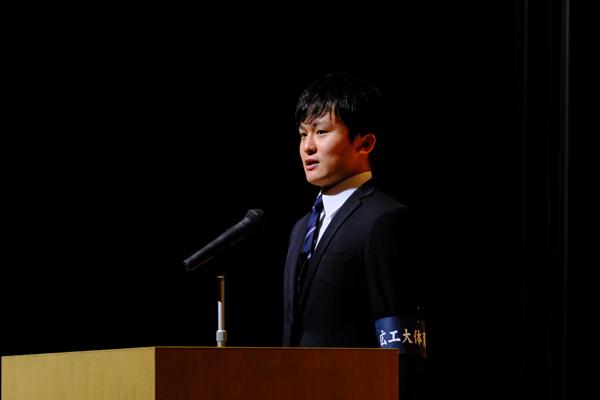 講演会を主催した体育会本部長の齋藤良平さんが「今日の講演会を通して、皆さまが何か一つでも学んだり、新たな発見をしてもらえたらうれしいです」とあいさつ