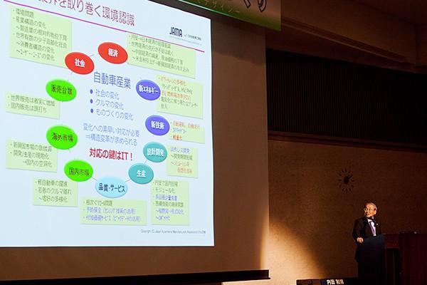 「日本のものづくりはITを利活用する方向に進むが、大切なのは本当に価値あるものをつくれるか。また、安全性の礎ともいえるユーザーからの信頼を、日本の自動車メーカーが維持できるかがカギ」と小林氏。