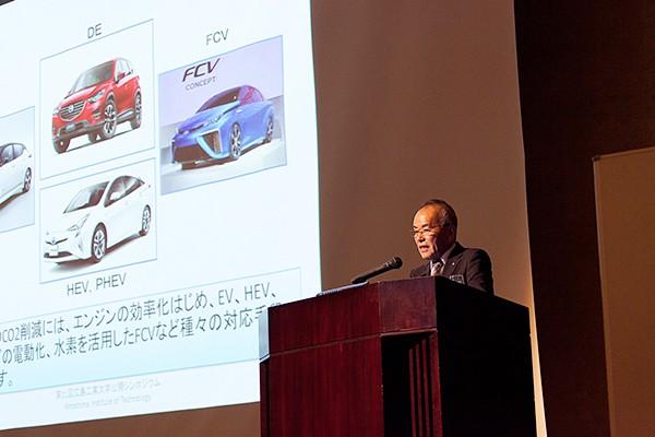 「マルチマテリアル化を実現するためには、各自動車メーカーと素材・部材メーカー、産業機械メーカーなど、あらゆる分野の企業が一体となって取り組むことが重要」と内田先生。
