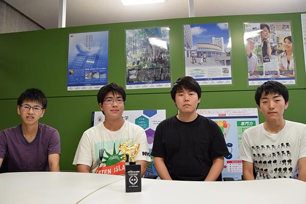 左から大西さん、立花さん、木村さん、髙田さん。