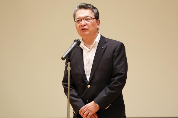 「時代の変化に対して、柔軟に対応できる力を磨いてください」と鶴学長。
