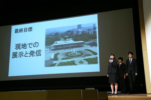 「外国人観光客にもわかるよう英語翻訳を予定しています。免震構造の仕組みを伝えることで、日本の建築技術力のアピールにもつながります」とプレゼン。
