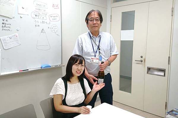 「閧の鶴」の清酒酵母の選抜作業を担当した松岡さん。