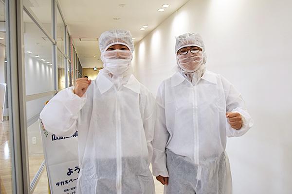 工場見学から戻ってきた学生は「暑かったです!」と少し大変だった様子。しかしこれも現場の仕事を肌で感じる貴重な経験です。