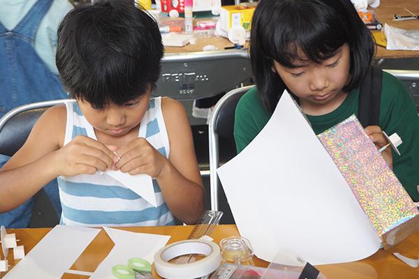 「細かい作業に、子ども達も集中しています。