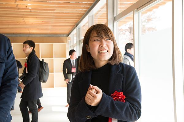「限られた予算内でどうやってアイデアを反映し、建物として成立させるか。それを学ぶいい機会になりました。村上先生から受けた指導は、今の仕事に大きな影響を与えています」と岡田さん