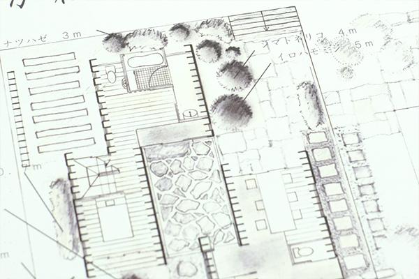 普段から手を動かしているからこそ完成した、手書きの設計図書。先輩も手書きの設計図で入賞を果たしています。