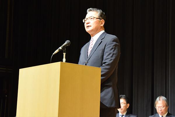 「教職員と保護者様との有意義な情報交換の場となることを願っています」と鶴学長。