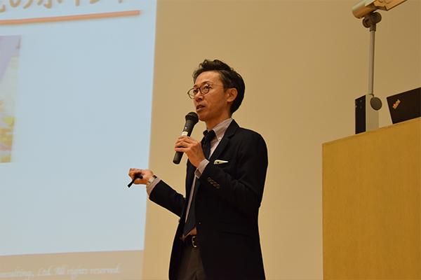 「『事業内容』『仕事内容』『働く環境』などの項目をつくり、点数化して比較すると自分に合った企業が見つけやすくなります」と田島さん。